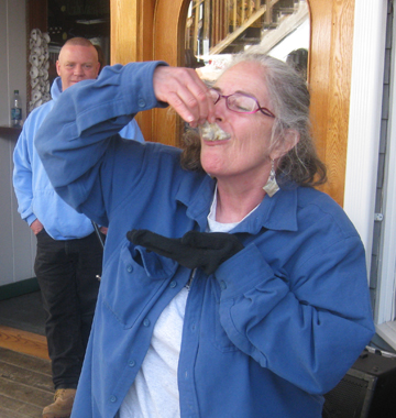 Cornelia Seckel eating oysters